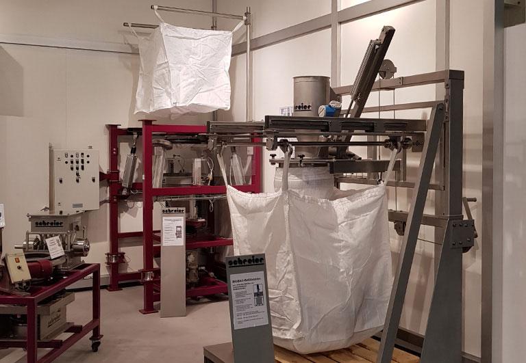 Powtech Nuremberg 2017 BIGBAG filling and discharge station